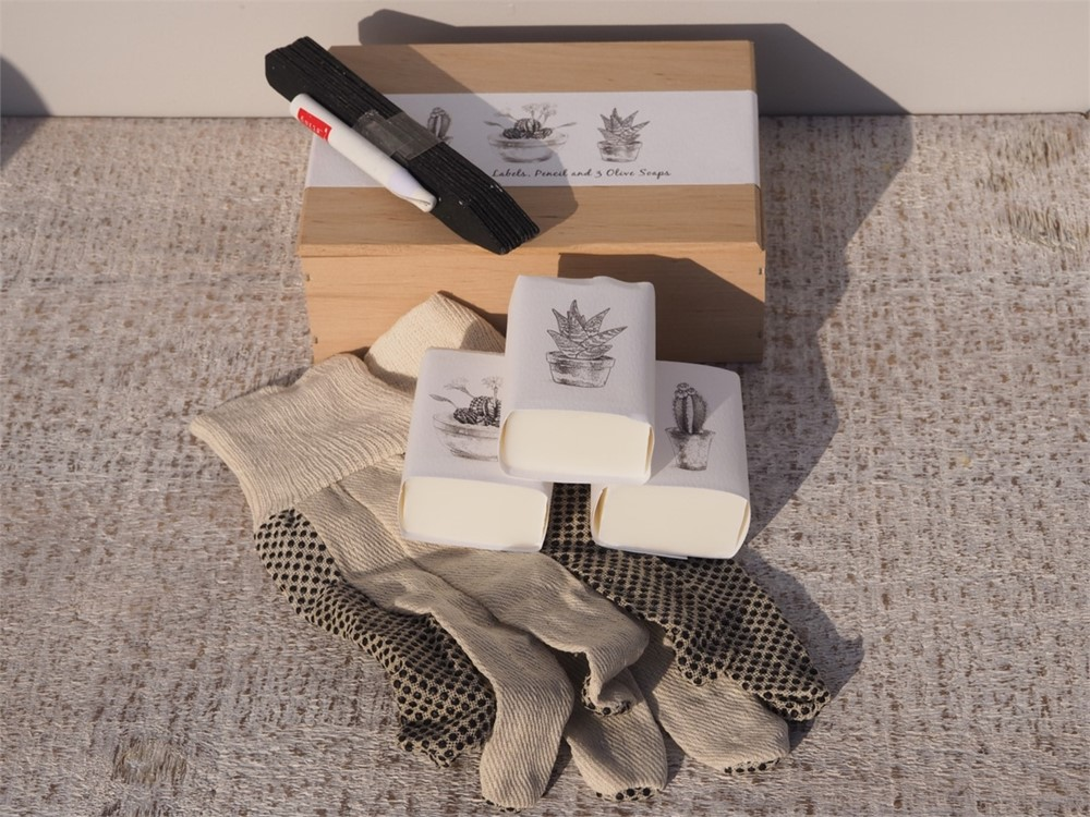 Garden Soap Gift box with gloves