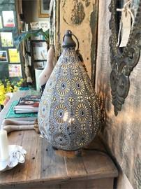Morrocan-Style-Metal-Table-Lamp-White_1000_9NAQX.jpg